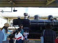 次のローカルで行くと追いかけて行くと長洲駅追いつきました、狭いホームは人が多く撮影には適さないのでそのままローカルで通過して先回り
