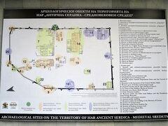 広大な遺跡 入り口は1と9で一番上の緑色の丸印の東口から入った 14は今見てきた聖ゲオルギ教会の位置  11がこれから行く聖ペトカ地下教会