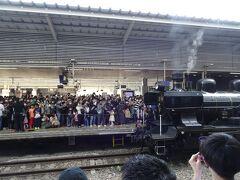 博多駅にはすでに到着してホームに停車していました