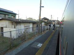 一志駅。さっきは近鉄の駅から歩いてきて、ここから乗った。 ここで降りて近鉄駅まで歩いて行くと思われる高校生が多数いた。