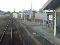 権現前駅。 途中、近鉄の伊勢中川駅の近くを通るのだが、駅はない。