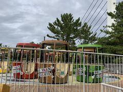 ムスメちゃんが遊園地でも遊びたい!というので、一つだけという約束で「ドランケンバレル」に乗りました。けっこうグルグル回りました。