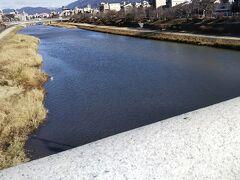 五条大橋からスタート。橋から北のほうを見た写真。