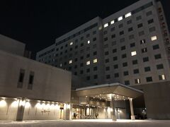 風雪の中をビビりながら運転、2時間弱で到着したのはこちらのホテル。