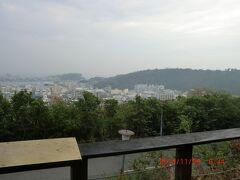 寿山公園までバスで行き、眼下の高雄の町並みを