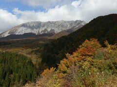 鍵掛峠から大山・南壁を撮影