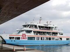 ではフェリーに乗って宮島へ渡ります と言ってもこちらは宮島松大汽船さん こちらには乗船いたしません