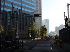 緊急事態宣言が発出されたからといって、首都高の交通量が減るわけでもない。  芝浦出口から2km、8分。 本日の宿は、ストリングスホテル東京インターコンチネンタル。