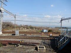近鉄橿原線、平端駅(大和郡山市)  ひらはた駅 大半の方が乗換で使われています 天理や橿原神宮前に行く時、京都や大阪方面に向かう際の重要な乗換駅です  (車窓の向こうは天理方面)