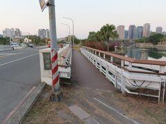 愛河に架かる河西橋