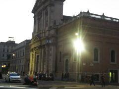 こちらはサンタスザンナ教会。サンベルナルド広場に面したファザードの立派な教会です。