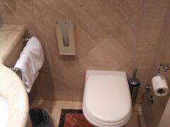 ホテルにつきました。トイレ休憩も兼ねて一休み。  ホテルヴァレという三ツ星にも満たないような小さく、古く、低価格なホテルです(笑)