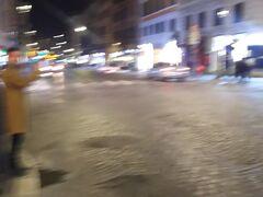 ボケましたが、こちらナツィオナーレ通り。  ファッションの買い物や飲食店が並ぶわりと賑やかな通りでした。