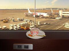 JALダイヤモンドプレミアラウンジでハーゲンダッツ(×2) マイスプーンで戴きました…SDGs!(MSC)  空の旅に先立つ空港ラウンジ様子については,「ラウンジ探訪2021」 https://4travel.jp/travelogue/11672899 をご覧になって戴ければ幸いです