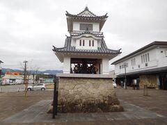 人吉駅に到着。駅前のからくり時計が迎えてくれました。