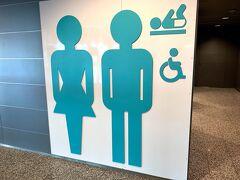 バンター空港に到着しました。到着してトイレの写真か。