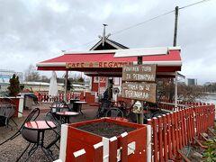 シベリウス公園の海沿いにあるRegattaというカフェ。冷えるのでコーヒーでも飲みたかったけど、時間が早いのでやってませんでした。