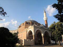 1566年オスマン朝に造られたイスラム寺院、バーニャ・バシ・ジャーミヤ とても立派