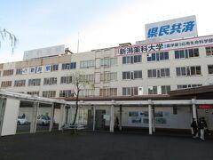 2020.12.27 新潟 おなじみの駅舎だが、なぜか駅名標が足りない新潟駅に到着。あれ?地酒は?地魚は?