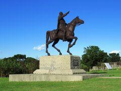樫野崎灯台へ続く道の途中には、カッコいい騎馬像がありました。これはトルコの初代大統領、ムスタファ・ケマル・アタテュルクの像でした。もとは、新潟県の柏崎市のテーマパークにあったそうですが、この地に寄贈されたものです。