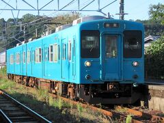 きのくに線の紀伊田辺~新宮間の普通電車には、まだ105系電車が運用されています。懐かしい国鉄車両を楽しめるのもあと少し。2021年3月には最新の227系電車に置き換えが予定されています。