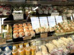 尾道出発から1時間20分経過。ブルーラインから少しそれて、因島で有名なはっさく屋さんへ。はっさく大福は東京にある、広島のアンテナショップで買って食べたことがあるため、季節限定のぶどう甘夏大福にしました。まるごとみかん大福も気になりました。おやつを楽しみに、先へ進みます。