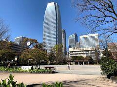愛宕グリーンヒルズMORIタワーに東京タワーが映ってる(^^) 夜の方がクッキリ見えるんだよな~