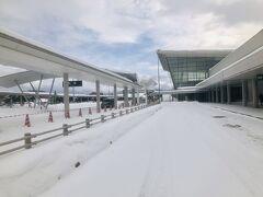 空港の外へ出ました。
