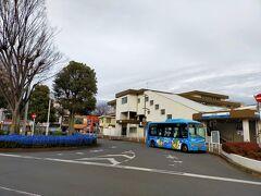 西武新宿線東伏見駅、南口からスタートです。曇っていて昨日から10度くらい下がっているので震えがきます。企画通り極寒ピクニックの予感…