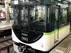 門真市で京阪電車に乗り換え、各駅停車で枚方市へ。