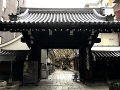 朝食前にホテルの近くを散策。 すぐ近くに、「本能寺」があった。 本能寺の変の時は、別の場所にあり、のちに秀吉の命により現在地に移転したものらしい。