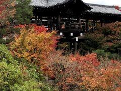京都を代表する紅葉の名所だが、空が曇っていて、やや残念。