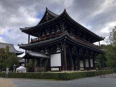 もと来た道を戻って、東福寺の三門を横切る。 その後、京阪電車で東福寺から三条まで行き、地下鉄に乗り換えて、蹴上で下車。