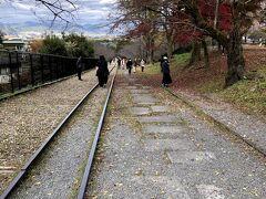 かつては、台車に船を載せて、京都と大津を結んでいたという蹴上インクライン。