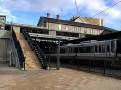 彦根駅で車両切り離しがあり、先頭4両が8時頃に長浜に到着。 豊臣秀吉が初めて城主となって城下町を開いた場所であるが、ここも初めて訪れる場所である。