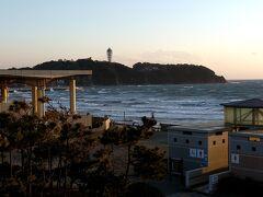 言わずと知れた、湘南江ノ島が見えます。。