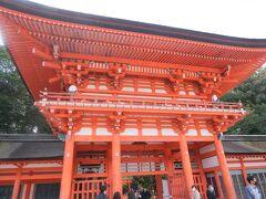下鴨神社の楼門。1628年(寛永5年)の式年遷宮で建て替えられたそうです。  楼門とは、2階建ての門で屋根がついているものを言います。