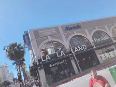 そしてお土産を見に行きました。 あの映画のタイトルを冠した名前の店へ。