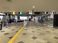 09:00過ぎ、高松空港に到着。 高松から岡山へ向かう予定ですが、空港はガラガラ。