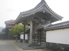 旧萩藩校の明倫館前ですね。   ここが高速バスの発着停留所の一つになっています。