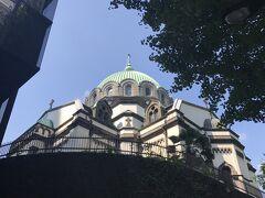 さて、神田川に架かる二つの聖堂を結ぶ聖橋(ひじりばし)を渡ってやって来た所がニコライ堂。