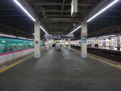 仙台から1時間40分ほどで大宮。いやあ、はやぶさ乗り慣れているとけっこうかかるね。 大宮駅はレアな真ん中ホーム(15・16番線)に到着。このホームいつも使ってない。 理由は不明。放送も「この後、このホームには9時まで電車来ませ~ん」って言ってた。