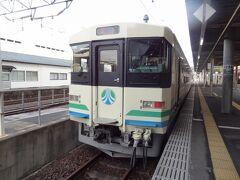 阿武隈急行8100系ですよ。 阿武隈急行開業の昭和63年から活躍する電車で、往年の国鉄車両を彷彿させます。  JR東日本E721系のコピー新型車両AB900系がデビューしたので、今のうちに乗っておきたいですね。