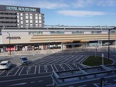 ●JR東岸和田駅  駅に戻ってきました。 岸和田のメインの駅は、南海の岸和田駅。 駅名の通り、中心部の東側に駅はあります。 今の駅舎は、2017年から供用開始したものです。 とっても綺麗な駅舎です。 今日の散歩は、ここまで。 お腹が苦しいまま関空紀州路快速にて帰路につきました。
