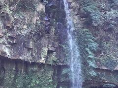 ③  小滝  落差30mの滝です