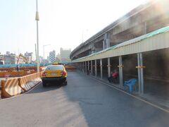 高雄駅   ここから、高雄駅の構内を通ります