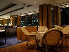夕食はホテル タワー棟にあるル・ノルマンディの少人数ディナープランでフレンチを頂きます。