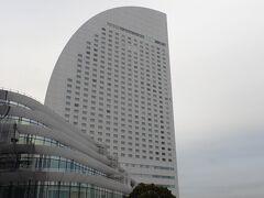 一旦、自宅に戻り必要で急な要件を済ませ、横浜インターコンチ に宿泊します。