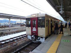 ★16:35 飯山線の列車に乗車します。前1両は「おいこっと」の車両ということで、そちらに乗車し1駅先の北長野で下車。 (でも座席自体は一般の110とそこまで変わらないのですよね…)