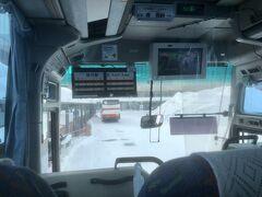 旭川駅10:51 ⇒ 旭川空港 11:30  バスは4分遅れで出発